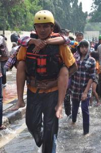 foto relawan zie van maung